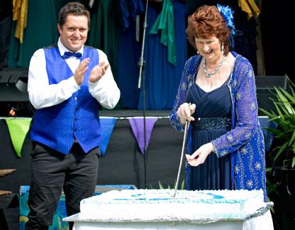 https://www.operanorth.co.nz/uploads/images/news/Joan-cutting-the-cake.jpg